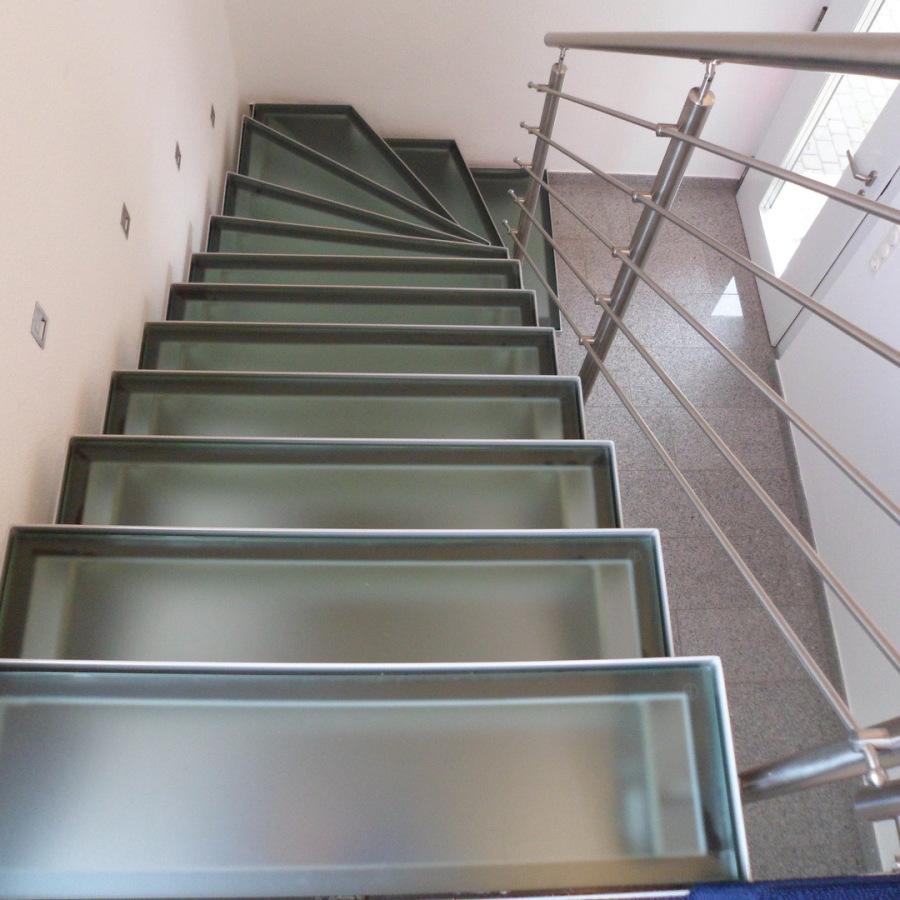 Treppe mit Glasstufen Bv. Ley